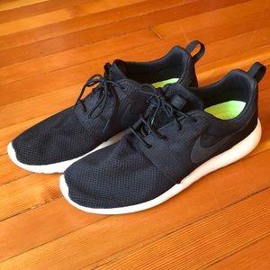 Worn a few times Nike Rosche men's size 11